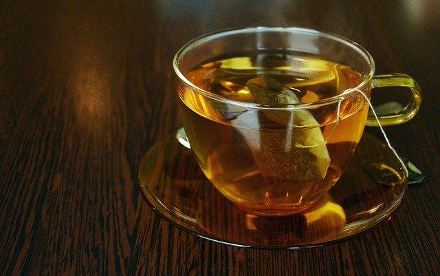 ダイエットにはお茶より水